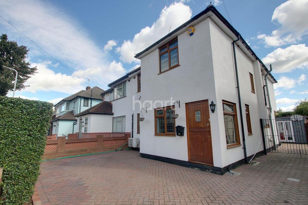 4 Bedrooms Semi Detached House for sale in Calbourne Avenue, Hornchurch