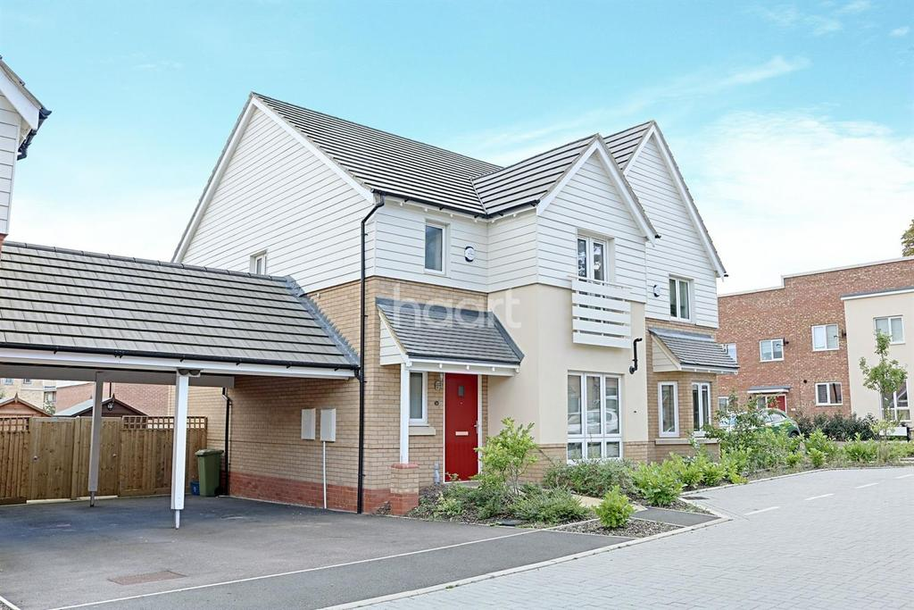 3 Bedrooms Semi Detached House for sale in Close to Station