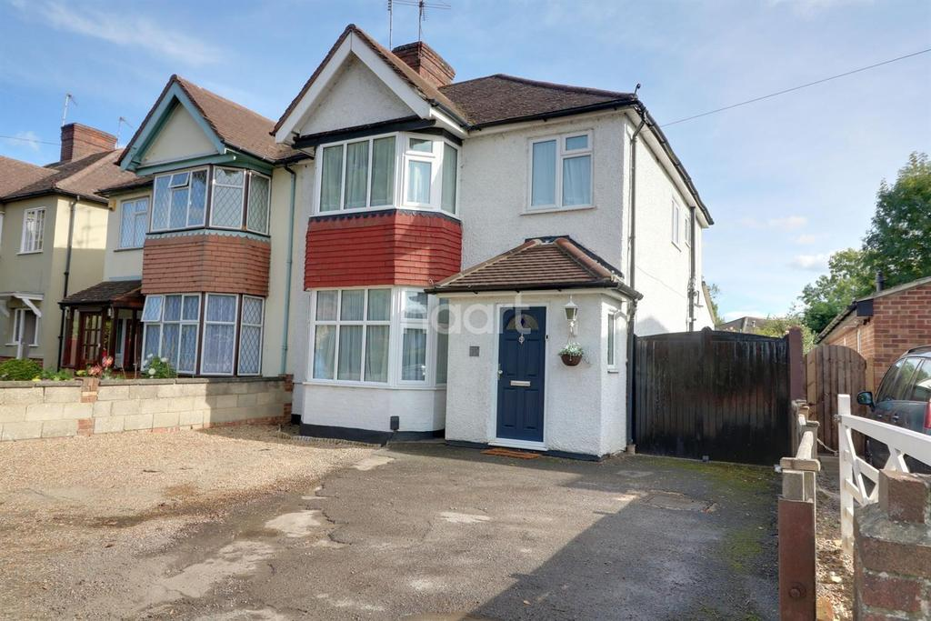 3 Bedrooms Semi Detached House for sale in Shepperton, Middlesex