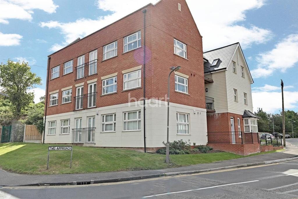 2 Bedrooms Flat for sale in The Approach, Rayleigh