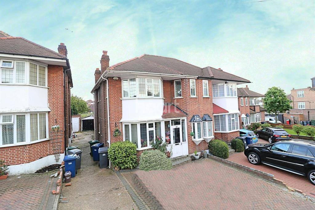 3 Bedrooms Semi Detached House for sale in Osidge Lane, Southgate, N14