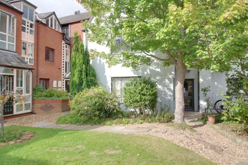 2 Bedrooms Flat for sale in St Marys Court, Silver Street, Bridgwater