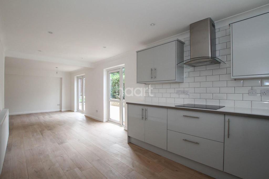 5 Bedrooms Detached House for sale in Rosedale