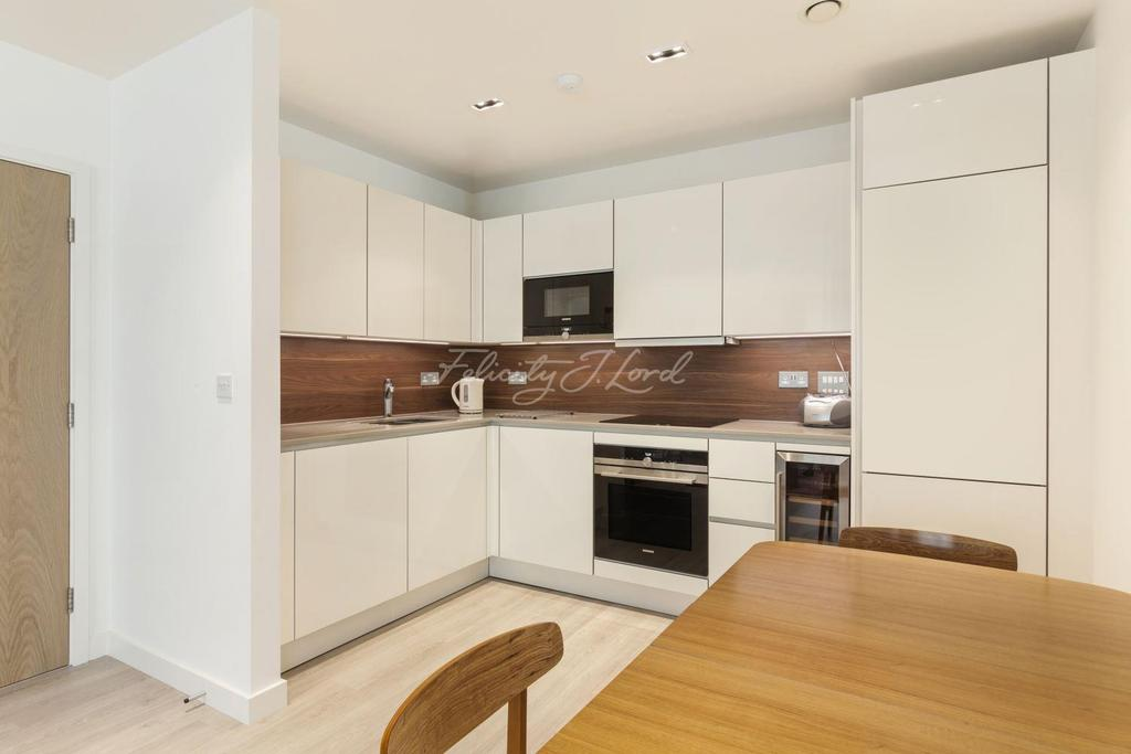 2 Bedrooms Flat for sale in Skyline Apartments, Haringay, N4