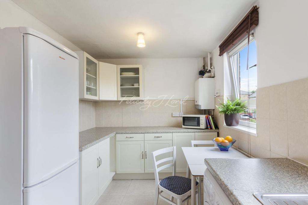2 Bedrooms Flat for sale in Kingshold Road, Hackney, E9