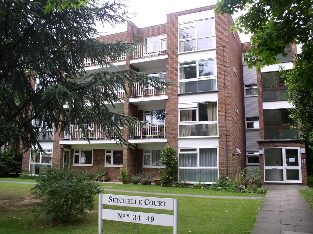 2 Bedrooms Flat for sale in Foxgrove Road Beckenham BR3