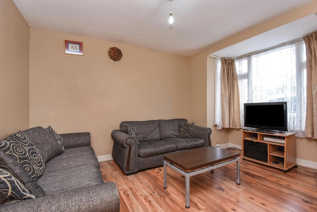 3 Bedrooms Semi Detached House for sale in Buxton Road Thornton Heath CR7