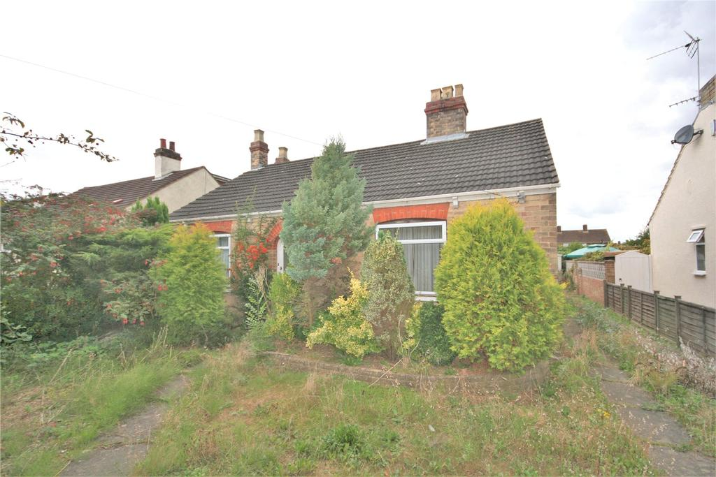2 Bedrooms Detached Bungalow for sale in Laburnum Avenue, Waltham, DN37
