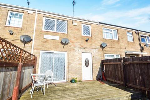 3 bedroom terraced house to rent - Axminster Close, Bransholme, Hull, HU7 4SD