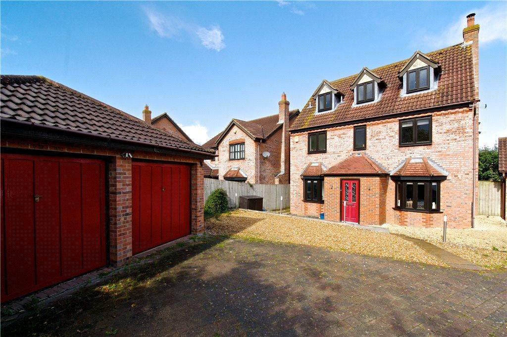 5 Bedrooms Detached House for sale in Welsummer Grove, Shenley Brook End, Milton Keynes