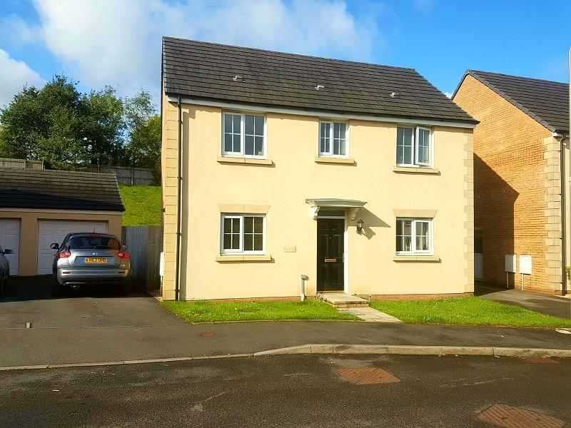 3 Bedrooms Detached House for sale in Ffordd Y Glowyr , Betws, Ammanford, Carmarthenshire.