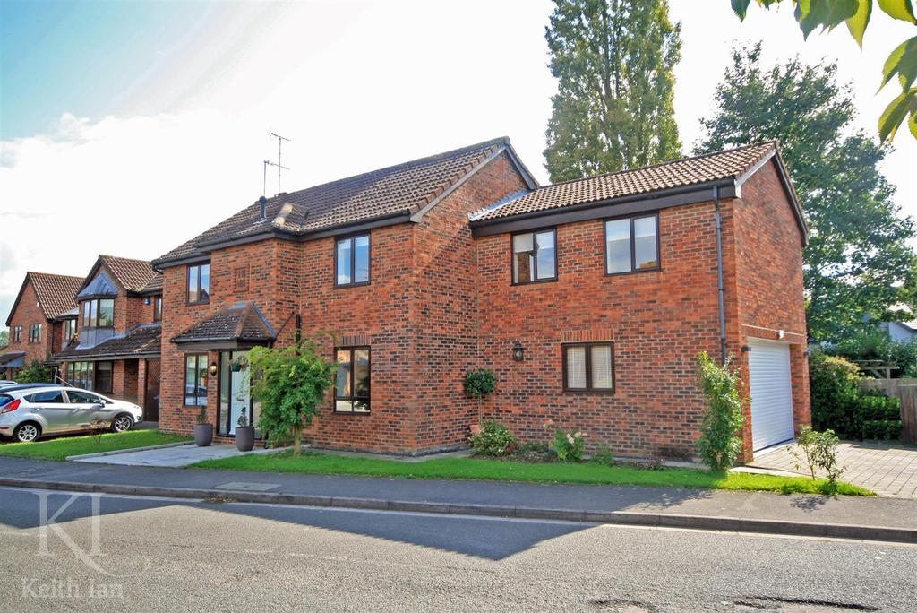 5 Bedrooms Detached House for sale in Presdales Catchment Area, Furlong Way, Great Amwell