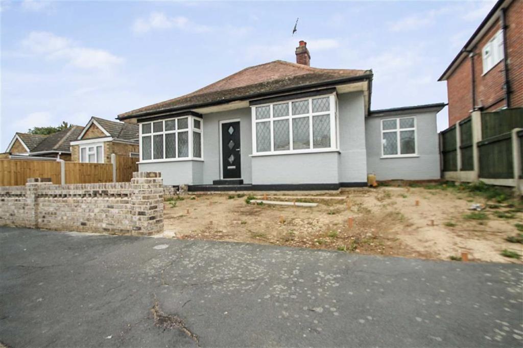 3 Bedrooms Detached Bungalow for sale in Chelmsford Road, Holland-on-Sea