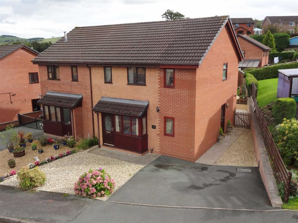 3 Bedrooms Semi Detached House for sale in 148, Sycamore Drive, Barnfields, Newtown, Powys, SY16