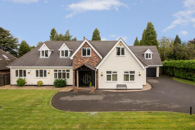5 Bedrooms Detached House for sale in Newick Avenue,Little Aston,Sutton Coldfield