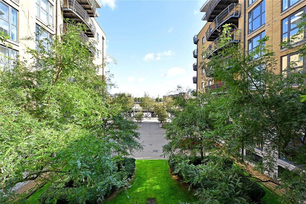 2 Bedrooms Flat for sale in Stretton Mansions, Glaisher Street, London