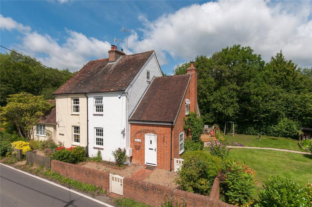 3 Bedrooms Semi Detached House for sale in Kingsland, Newdigate, Dorking, Surrey, RH5