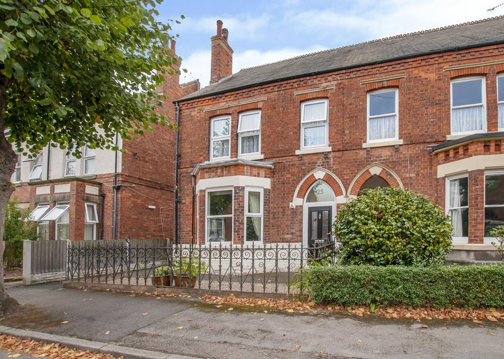 5 Bedrooms Semi Detached House for sale in Lime Tree Avenue, Retford, Notts