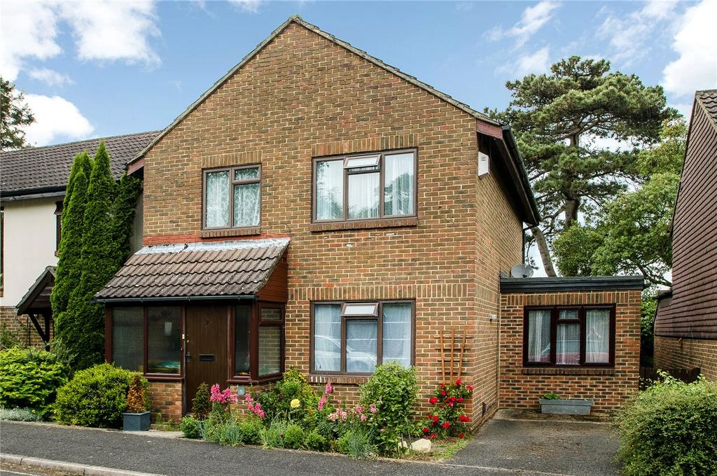 4 Bedrooms Detached House for sale in Nursery Gardens, Winchester, Hampshire, SO22