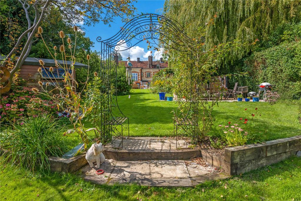 4 Bedrooms House for sale in Beavers Hill, Farnham, Surrey