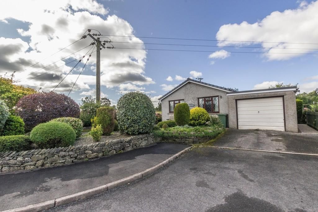 2 Bedrooms Detached Bungalow for sale in 58 Seedfield, Staveley