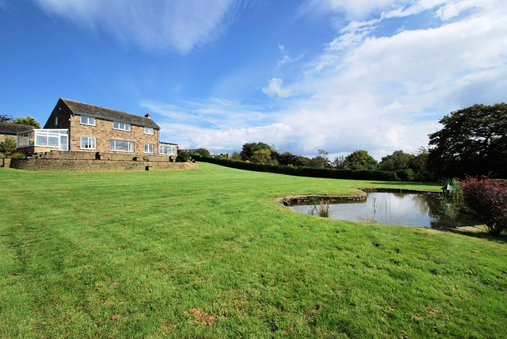 4 Bedrooms Detached House for sale in Halifax Road, Thurgoland, Sheffield