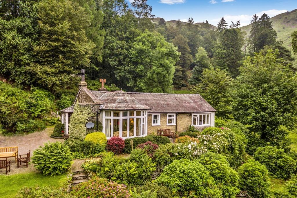 4 Bedrooms Detached Bungalow for sale in Dunnabeck, White Moss, Grasmere, Cumbria LA22 9SF