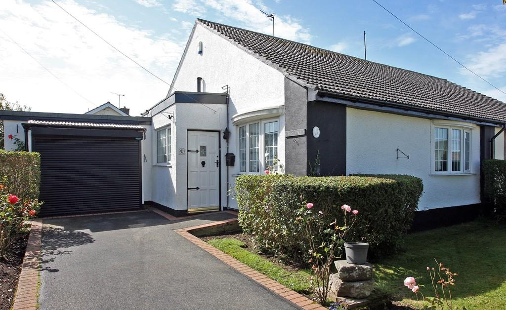 4 Bedrooms Semi Detached Bungalow for sale in Penrodyn, Valley, North Wales