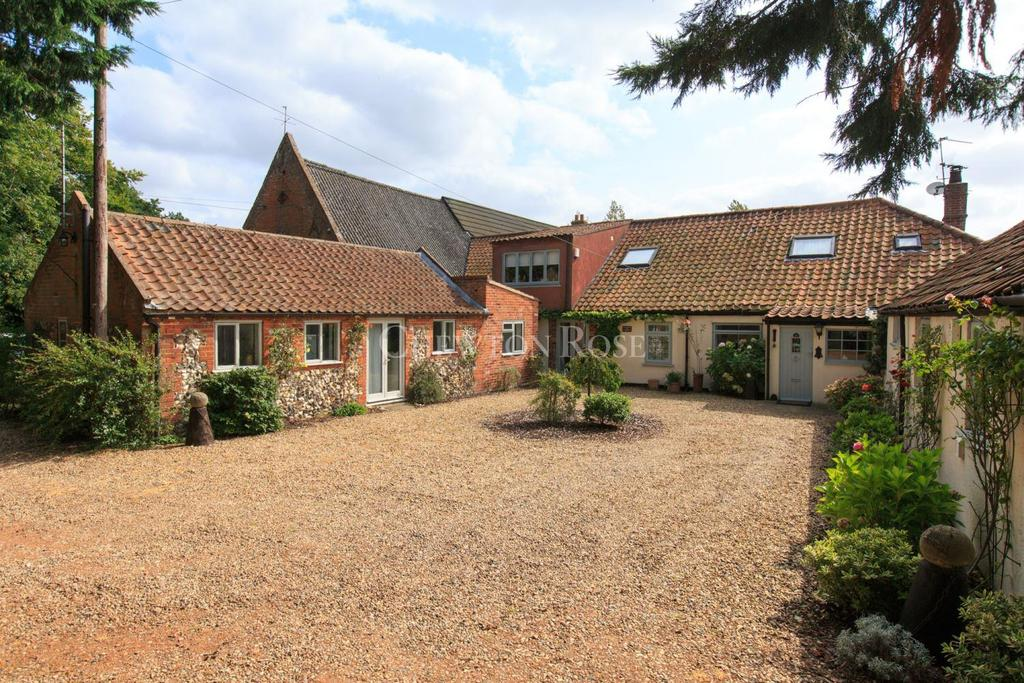 5 Bedrooms Barn Conversion Character Property for sale in Broadland village