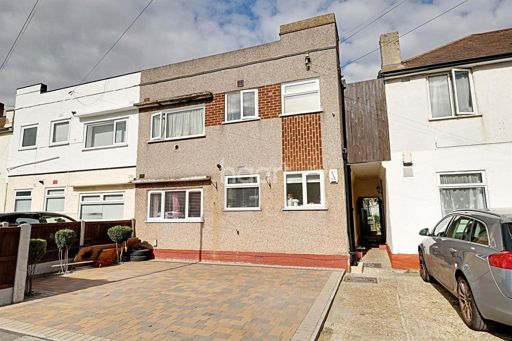 2 Bedrooms Maisonette Flat for sale in Shirley Close, Dartford, DA1