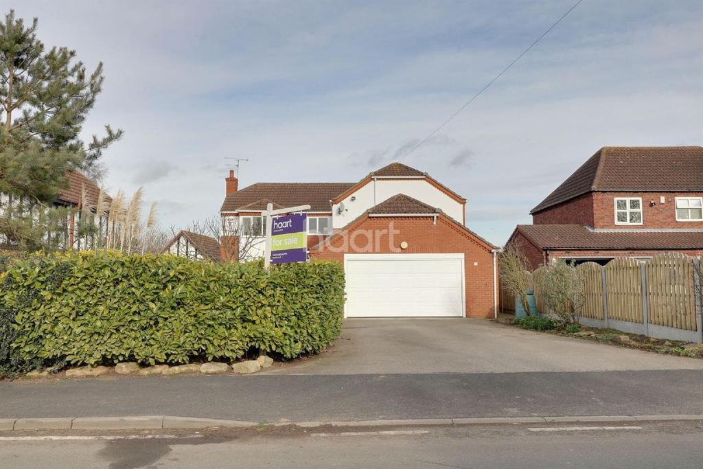 4 Bedrooms Detached House for sale in Sandtoft Road, Belton, Doncaster