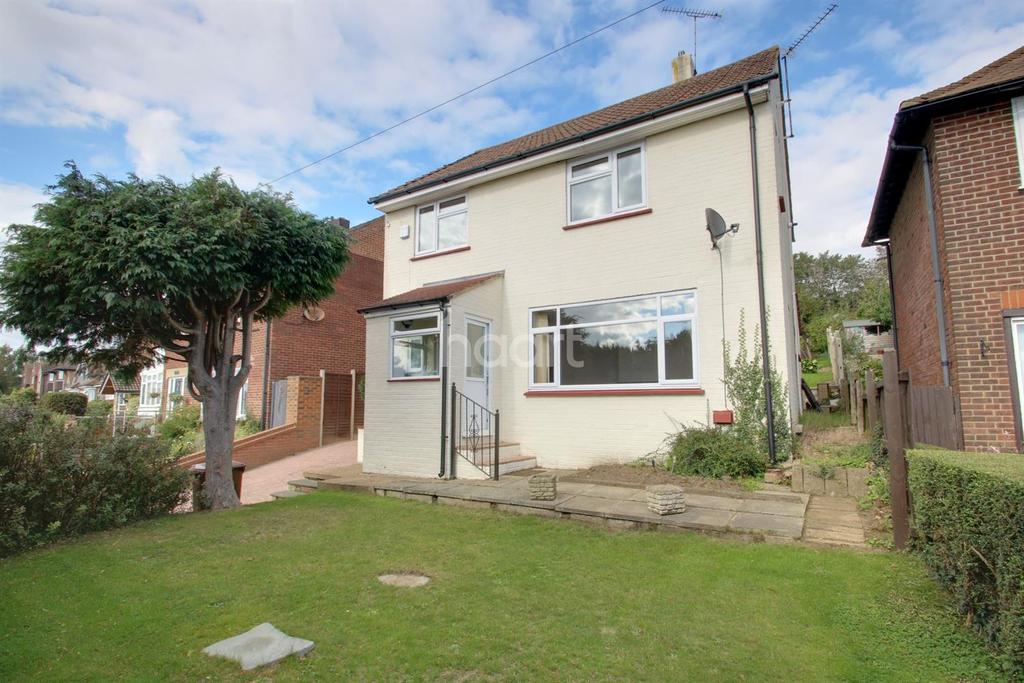 3 Bedrooms Detached House for sale in Broomhill Road, Strood, ME2