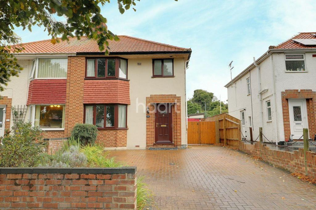 3 Bedrooms Semi Detached House for sale in Higher Drive, Oulton Broad