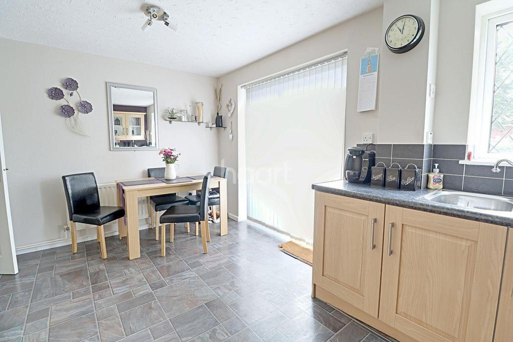 3 Bedrooms Semi Detached House for sale in Bradville