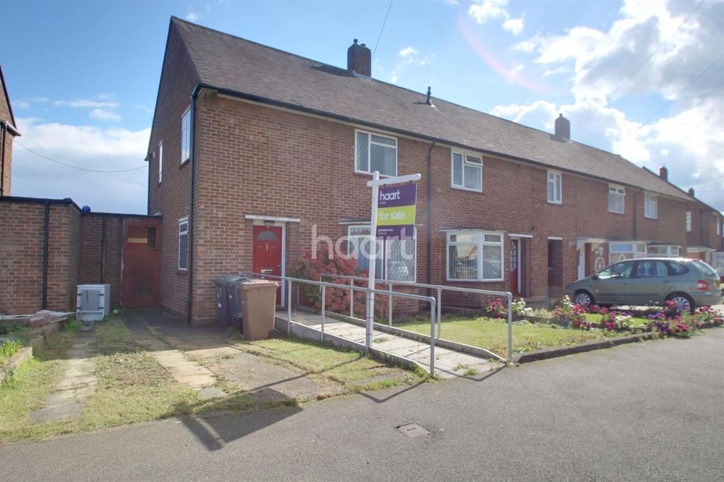 3 Bedrooms End Of Terrace House for sale in Longroft Road