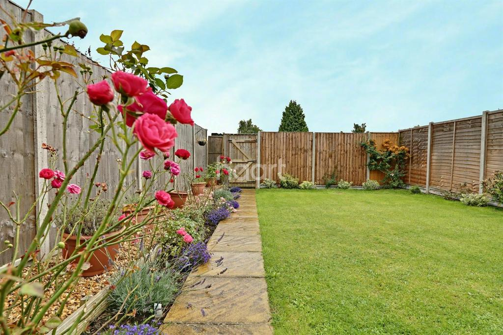 3 Bedrooms Semi Detached House for sale in Barnard Close, Northampton