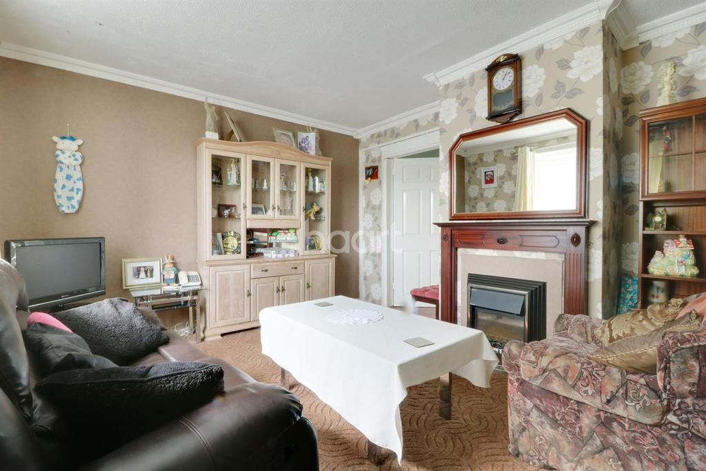 3 Bedrooms Semi Detached House for sale in Beech Avenue, Swindon, Wiltshire