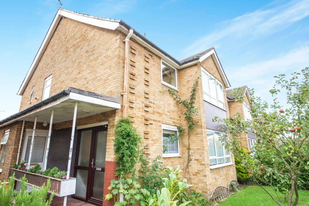 2 Bedrooms Maisonette Flat for sale in Gay Close, NW2