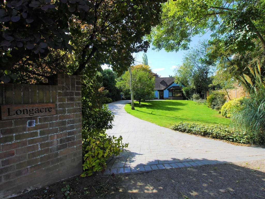 4 Bedrooms Detached Bungalow for sale in Longacre, Hadleigh Road, Holton St Mary, Colchester, Essex, CO7 6NS