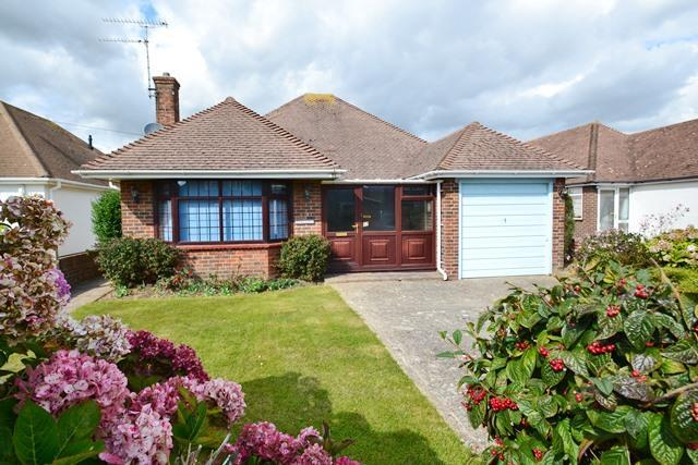 3 Bedrooms Detached Bungalow for sale in Marlborough Road, Goring by Sea, West Sussex, BN12 4HA