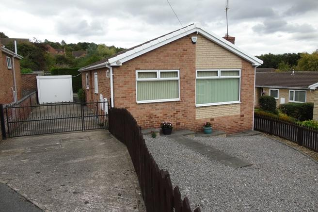 3 Bedrooms Bungalow for sale in 11 Mylor Court, Monk Bretton, Barnsley, S71 2BY
