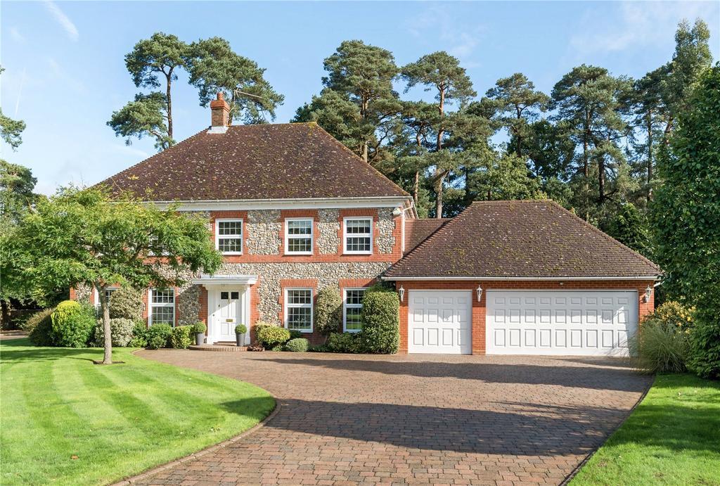 5 Bedrooms Detached House for sale in Fox Way, Ewshot, Farnham, Surrey, GU10