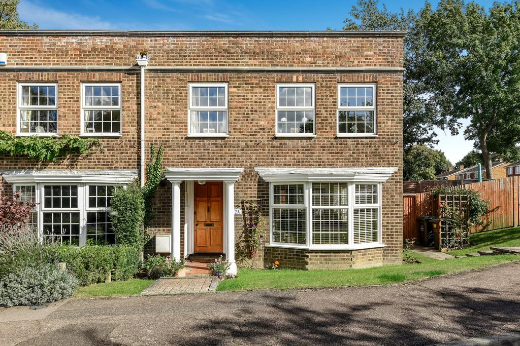 4 Bedrooms End Of Terrace House for sale in Ditton Court Close, Ditton