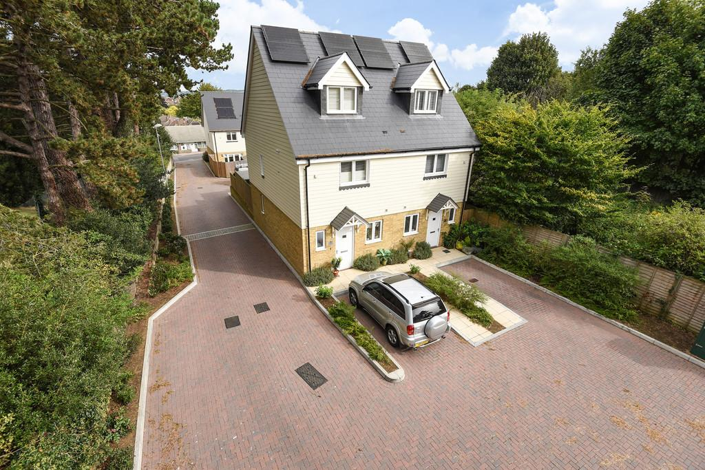 3 Bedrooms Semi Detached House for sale in Saxon Mews, Maidstone