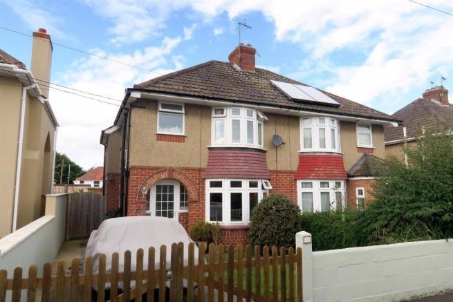 3 Bedrooms Semi Detached House for sale in Landsdowne Road, Taunton TA2