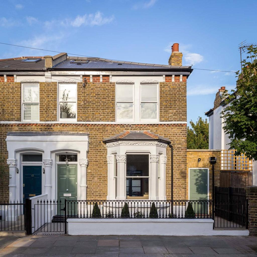4 Bedrooms Semi Detached House for sale in Octavia Street, London, SW11