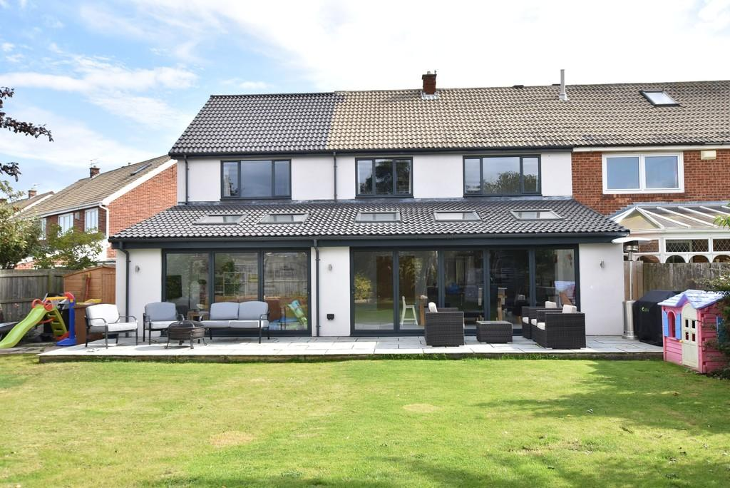 4 Bedrooms Semi Detached House for sale in Weardale Avenue, South Bents