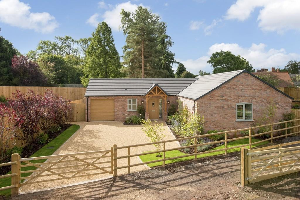 2 Bedrooms Detached Bungalow for sale in The Show Home Feckenham Gardens
