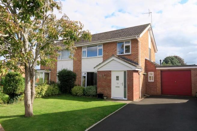 3 Bedrooms Semi Detached House for sale in Deane Drive, Taunton TA1