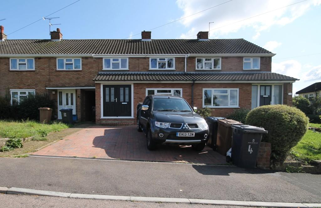 3 Bedrooms Terraced House for sale in Woodcroft Avenue, Stanstead Abbotts